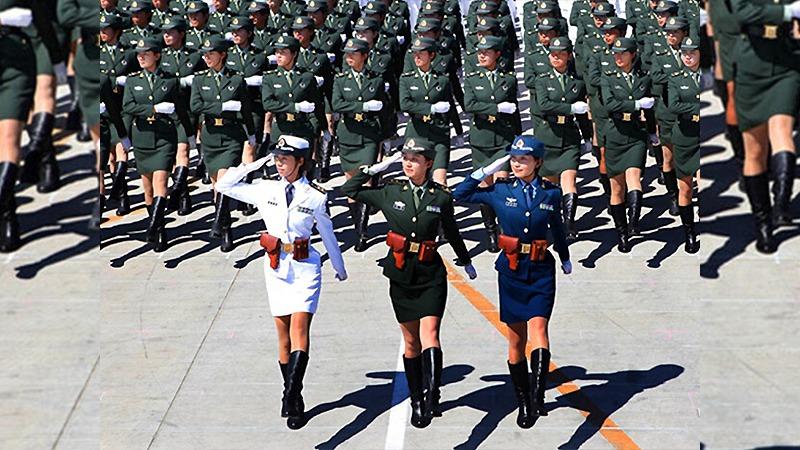 사진: 중국의 여군 열병식 모습. 세계 유일이었던 한국의 여군 의장대처럼 중국도 여군 의장대를 만들었다.