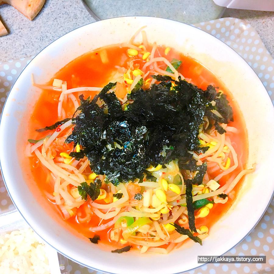 김치 만두 콩나물 국밥
