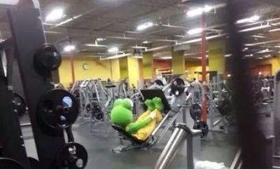 개구리 헤엄을 위한 훈련중